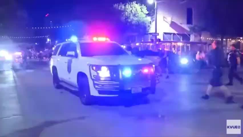 美得州首府闹市区发生枪击案,已致13人受伤,枪手逃离现场